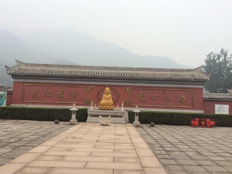凤凰山陵园迎碑墙
