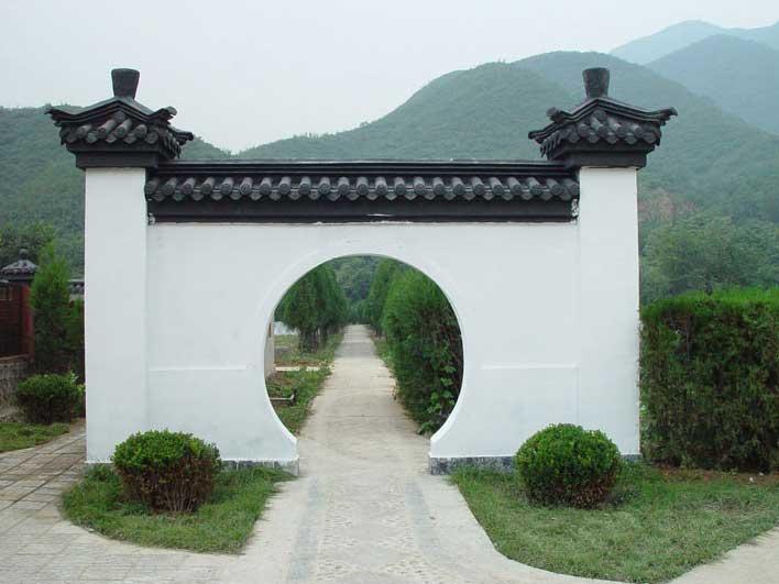 凤凰山陵园拱门