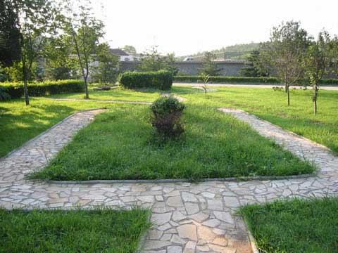3陵园环境